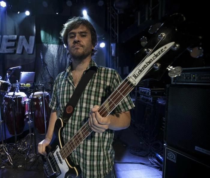 O baixista ultramano Pedro Porto FOTO Raul Krebs