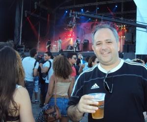 Sérgio Duarte, colaborador da Coluna, curtindo o show do Vintage Trouble + Jesuton. Palco Sunset, primeira tarde do Rock in Rio 2013.