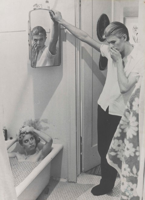 "1976: colagem feita por Bowie com stills do filme ""The Man Who Fell to Earth"". IMAGEM © Victoria and Albert Museum"
