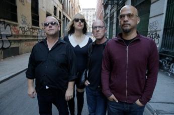 The Pixies! Francis, uma Kim que não e Deal, mas a Shattuck, Lovering, Joey Santiago.