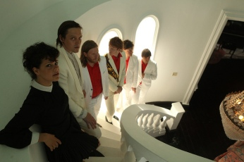 Arcade Fire vem com a turnê de um bom disco, Reflektor.