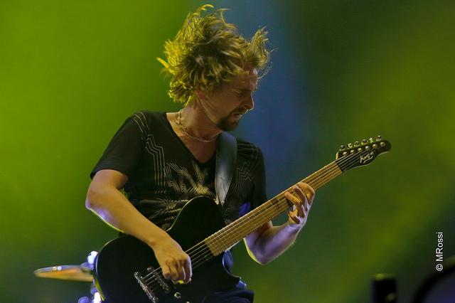 """Rouco, o vocal do Muse, Matthew Bellamy cantou """"Lithium"""" em tributo a Kurt Cobain. FOTO: MRossi. Divulgação T4F."""