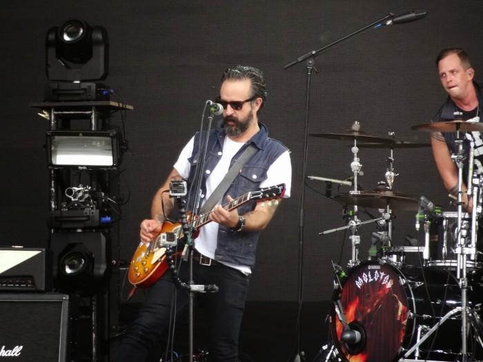 Tito Fuentes, quase sempre na guitarra